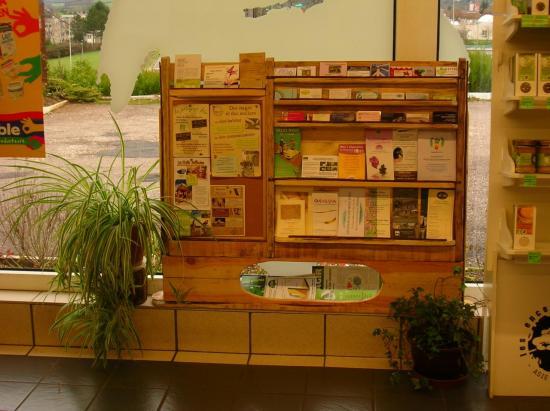 un meuble pour des cartes de visites