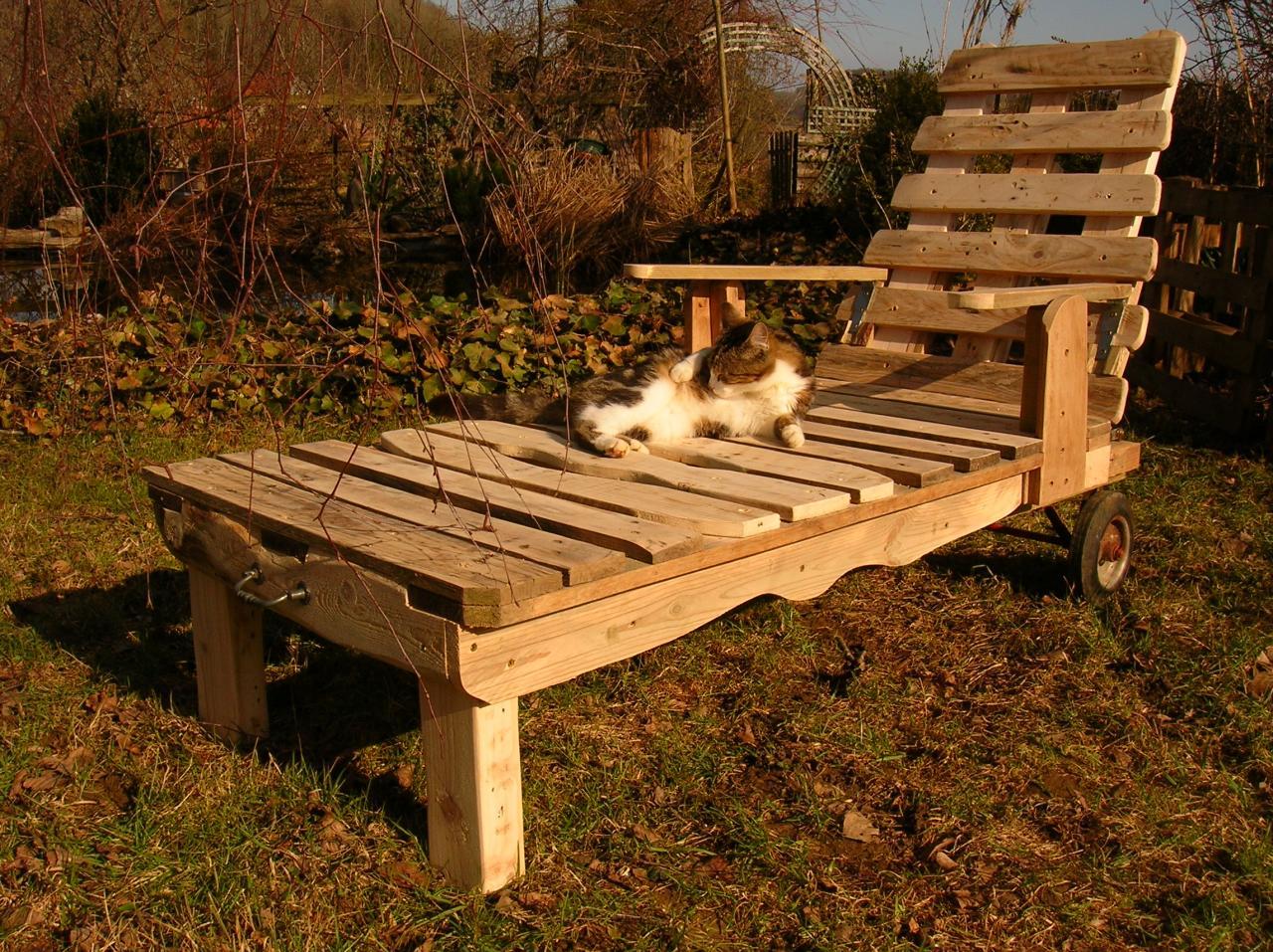 Chaise longue et palettes recyclees - Plan de chaise longue en bois ...