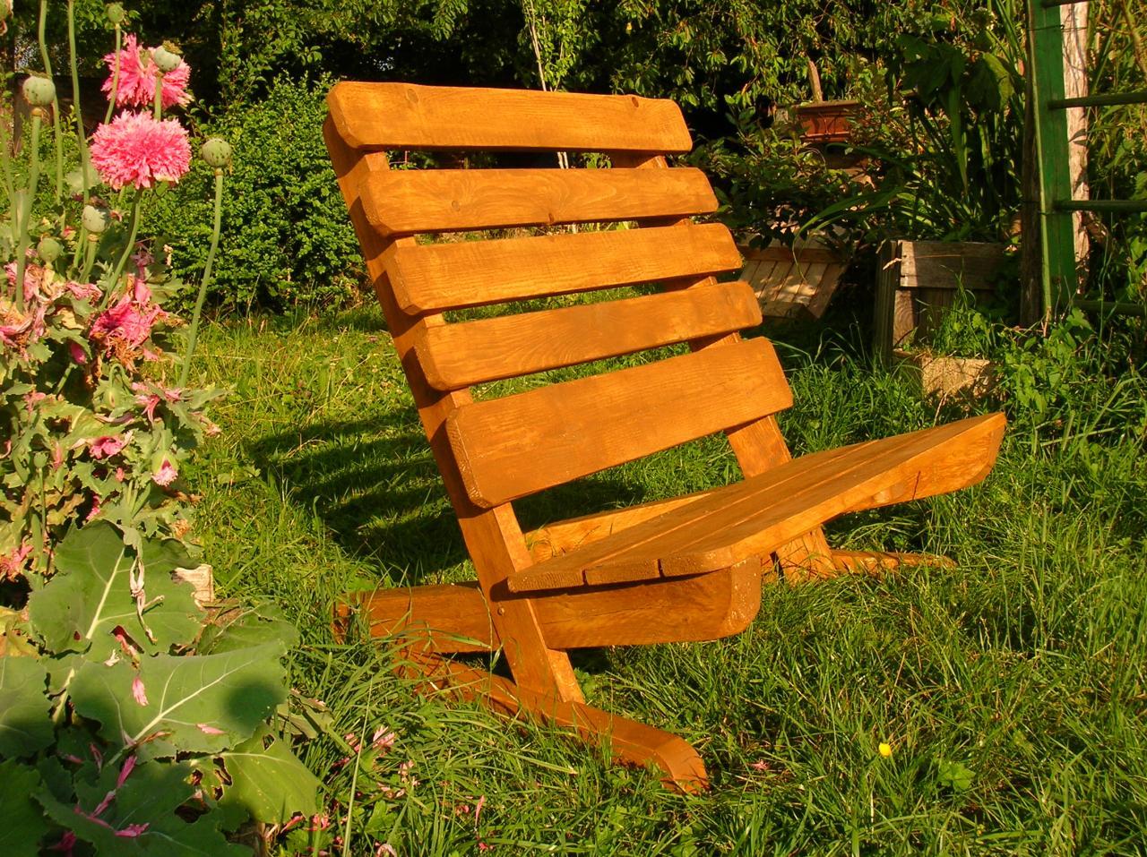 Des bancs en palettes pour les grands et les petits for Chaise jardin