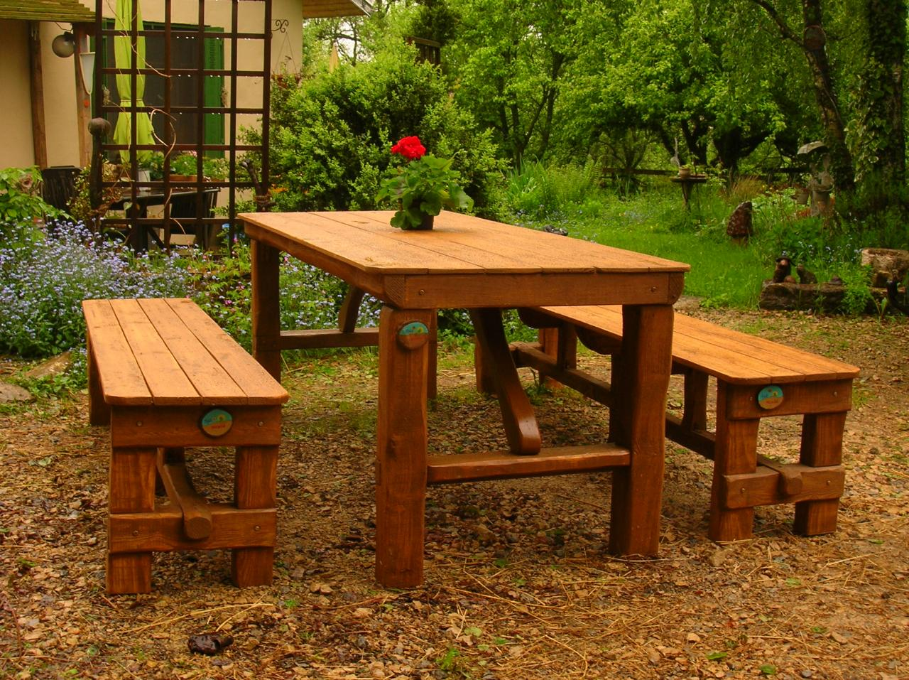 table de jardin en bois avec banc integre maison design. Black Bedroom Furniture Sets. Home Design Ideas